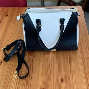 Steve Madden black & white purse
